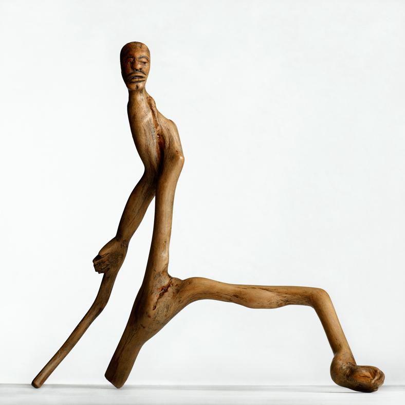 Hombre-pensando-en-su-caida-de-Fernando-Nguema